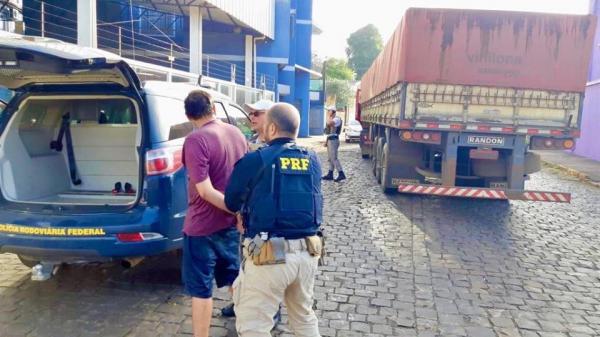 Morador de Tenente Portela é preso com mais de 300 mil maços de cigarros do Paraguai