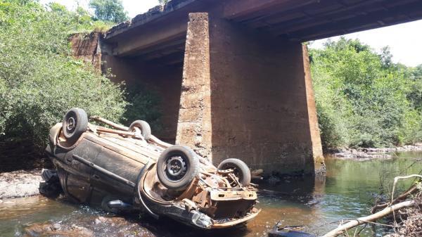 Motorista morre após automóvel despencar de ponte no interior de Tiradentes do Sul