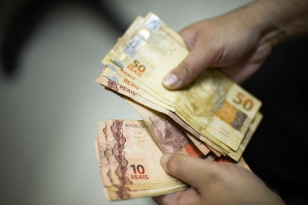 Governo Federal eleva salário mínimo para R$ 1.045,00