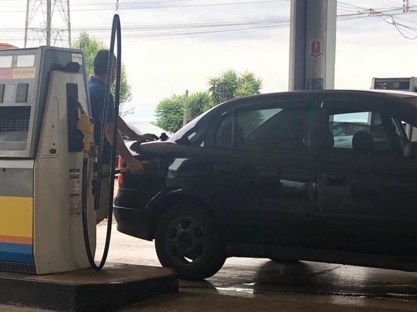 Proposta visa baixar o preço dos combustíveis no país