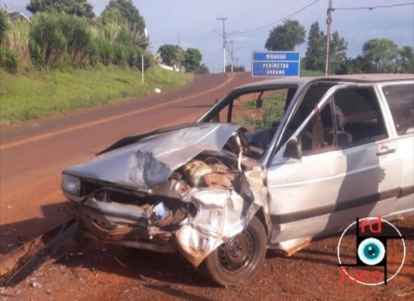 Automóvel acidentado é abandonado em Miraguaí