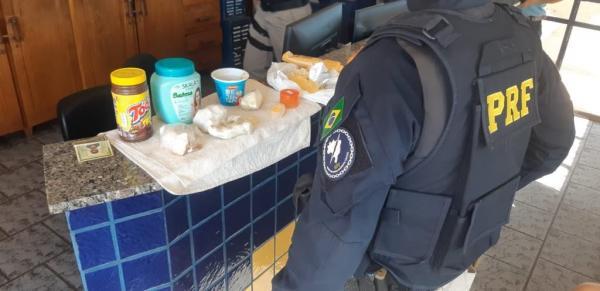 Sarandi: PRF apreende cigarros contrabandeados e cocaína com passageiros de ônibus
