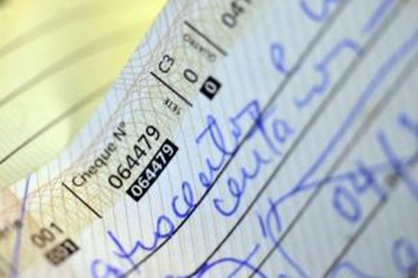 Taxa de juros do cheque especial fica em 7,96% em fevereiro