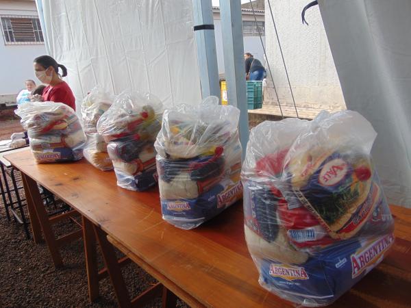 Redentora realiza entrega de Kits de Alimentos para moradores