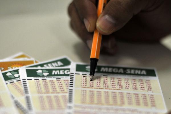 Mega-Sena acumula e pode pagar R$ 6,5 milhões na quarta-feira