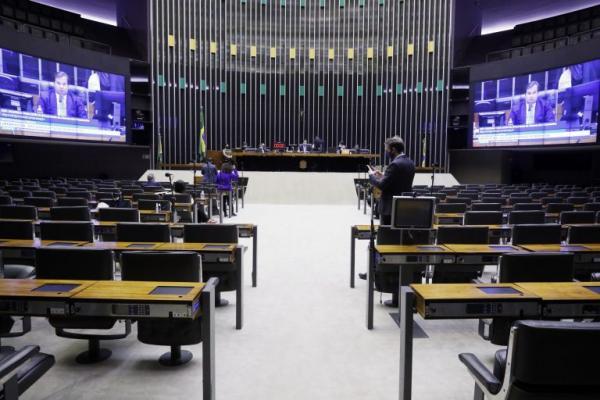 Plenário pode votar hoje regulamentação para micro e pequenas empresas negociarem débitos