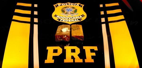PRF apreende drogas e materiais eletrônicos sem nota fiscal em Passo Fundo e Sarandi
