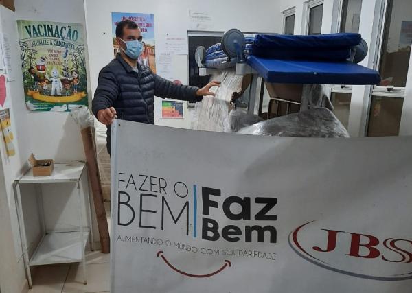 JBS entrega macas hospitalares à Prefeitura de Barra do Guarita