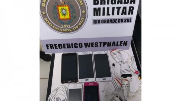 BM apreende celulares que seriam entregues no presídio de Frederico Westphalen