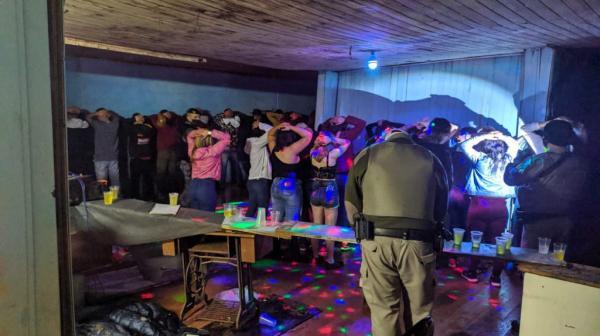 Aglomeração com mais de 130 pessoas é interrompida em Passo Fundo