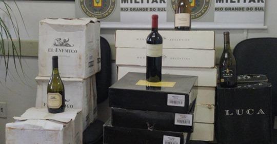 Brigada Militar apreende vinhos de origem estrangeira no interior de Crissiumal