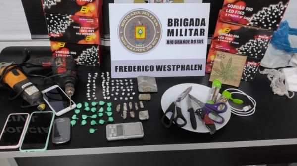 Mãe e filho são presos por tráfico de drogas em FW