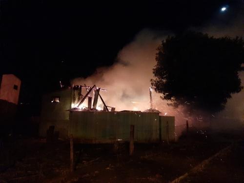 Crissiumal: Imóvel é destruído pelo fogo