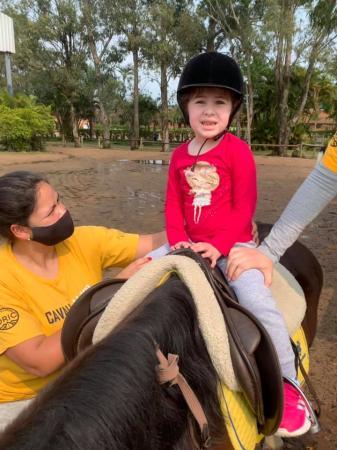 Mãe realiza vaquinha para ajudar filha com problemas de saúde