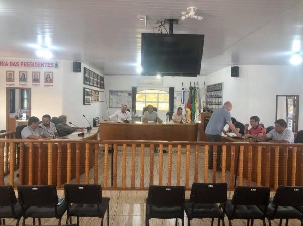 Vereadores de Coronel Bicaco aprovam projetos em sessão ordinária