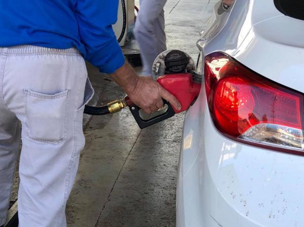 Petrobras reduz o preço da gasolina em 4% nas refinarias