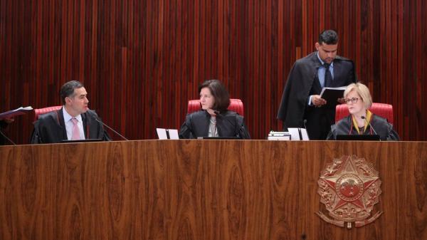 Maioria dos ministros do TSE vota pela rejeição da candidatura do ex-presidente Lula