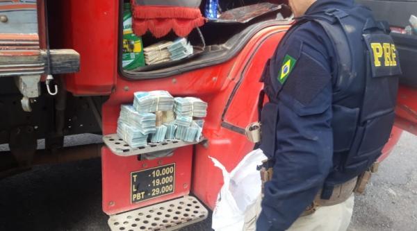 Morador de Alpestre é preso com R$ 440 mil escondidos na cabine de caminhão