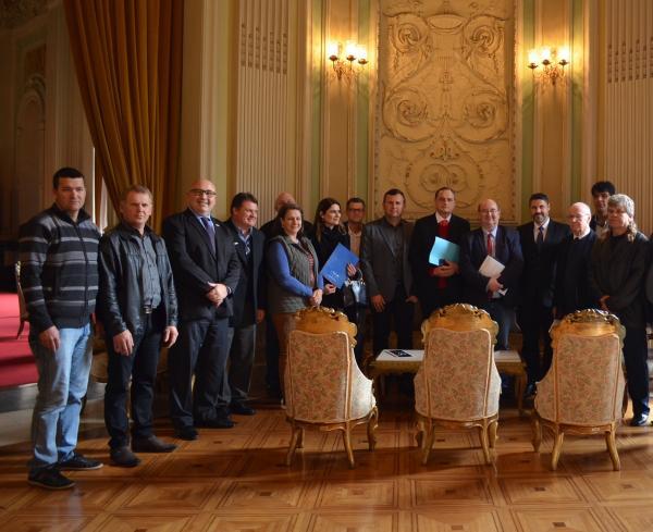Unidade da JBS de Três Passos é pauta de encontro no Palácio Piratini