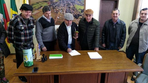 Coronel Bicaco retoma projetos para construção de quadras esportivas