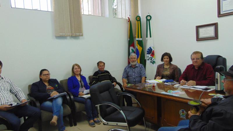 Redentora: Projetos são debatidos em reunião entre prefeito e secretários