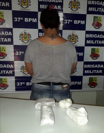 Mulher é presa por tráfico de drogas em Frederico Westphalen