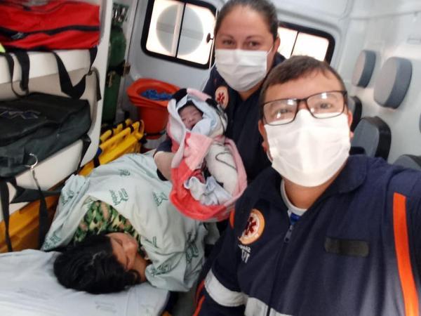 Equipe do SAMU faz parto dentro de ambulância em Tenente Portela