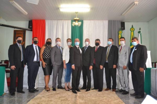Rosemar Sala assume mandato prometendo governar para todos os portelenses