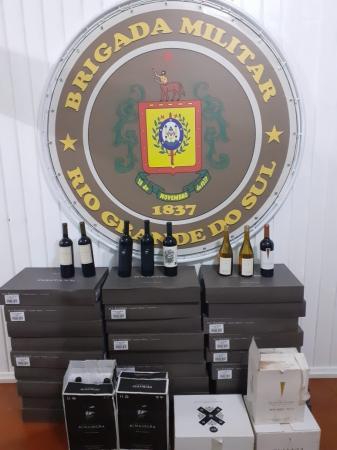 Brigada Militar de Três Passos apreende 192 garrafas de vinho de origem estrangeira