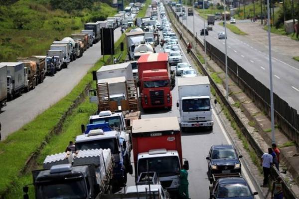 Associação diz que caminhoneiros farão greve dia 1º de fevereiro