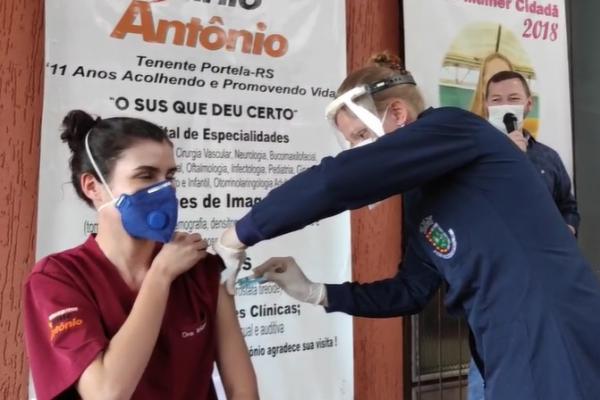Ato simbólico marca o início da vacinação contra a Covid-19 em Tenente Portela