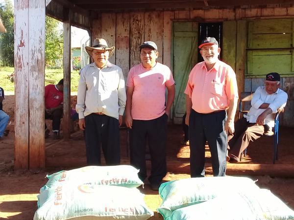 Governo de Redentora entrega adubo orgânico para famílias indígenas