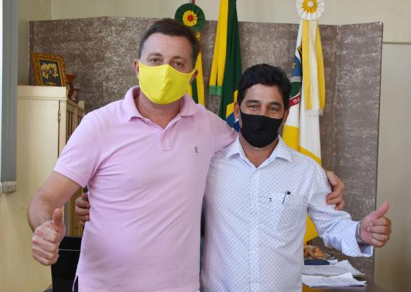 Prefeitos de Miraguaí e Três Passos discutem parceria para reparos em estrada