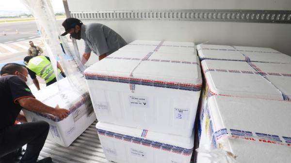 Rio Grande do Sul recebe mais 174,8 mil doses de CoronaVac