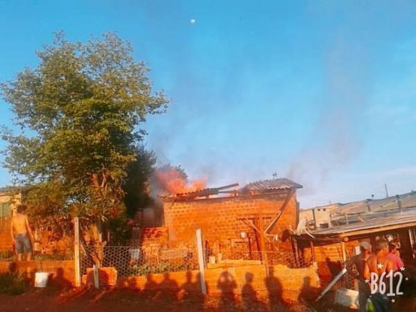 Moradia é consumida por incêndio em Tenente Portela