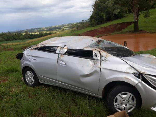 Motorista escapa ileso de capotamento em Miraguaí